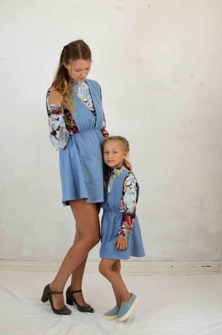 Jeansblaues Kinderkleid