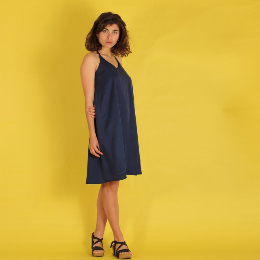blaues Trägerkleid